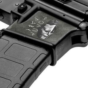 GunSkins® maskovací skin na zásobníkovú šachtu AR15 – GS® Molon Labe Black™ (Farba: GS® Molon Labe Black™)